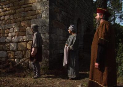 El batlle i els seus servidors miren com s'apropa el munter reial