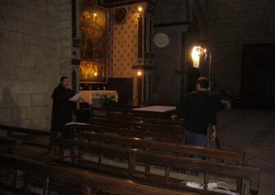 Rodatge a Sant Francesc, amb el retaule de Sant Jordi i la Mare de Déu al fons